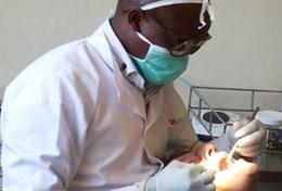 A Dentistry volunteer observes dental practice in Kenya